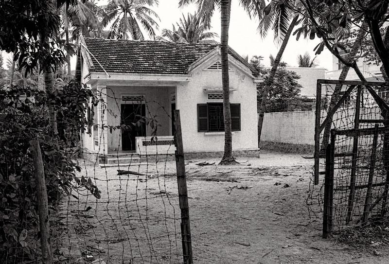 36 Small Beach house in Nangh Tran.jpg