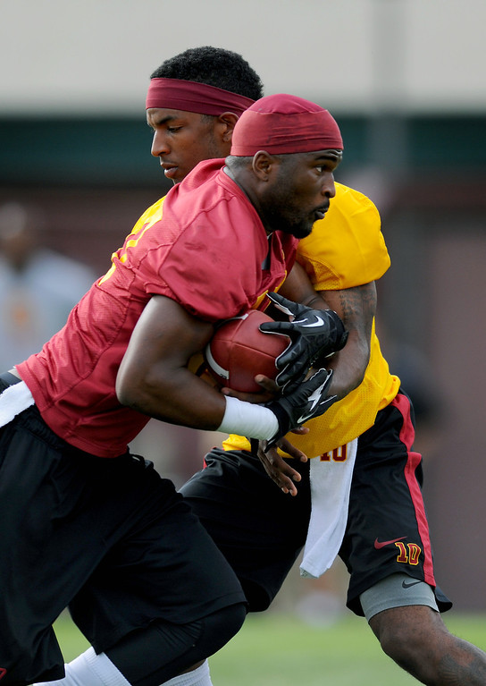 . USC RB Javorius Allen gets a handoff from QB Jalen Greene at spring practice, Tuesday, March 11, 2014, at USC. (Photo by Michael Owen Baker/L.A. Daily News)