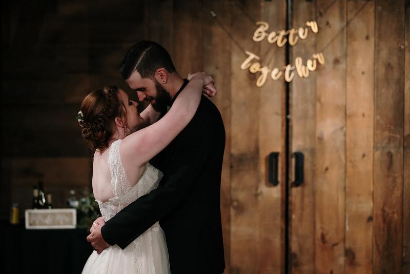 rustic_ohio__fall_barn_wedding-375.jpg