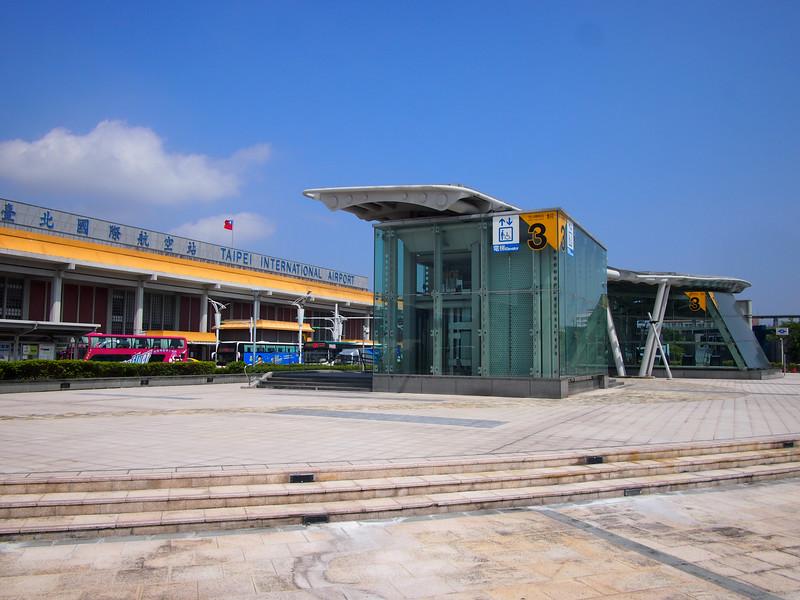 P9262637-metro-station.JPG