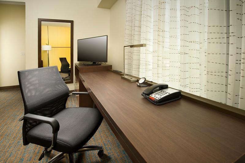 16 - Suite Business Desk Area - RI Texarkana.jpg