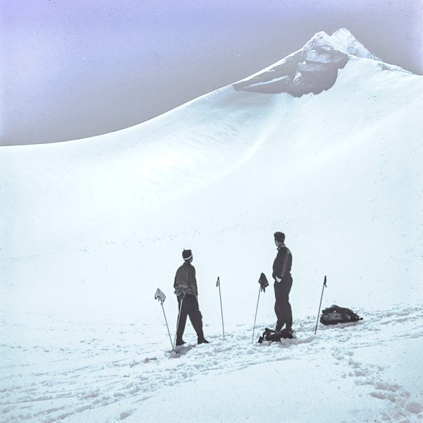 1960 Skiing at Mt Ruapehu.jpg