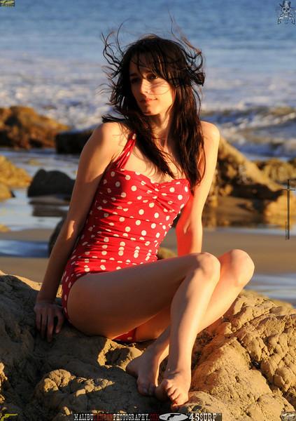 matador swimsuit malibu model 947..00...jpg