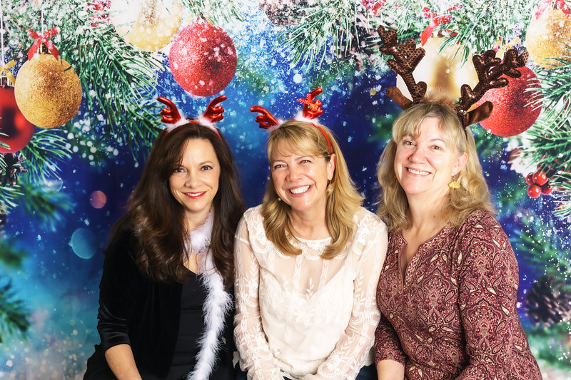 20191214HolidayParty0080.jpg