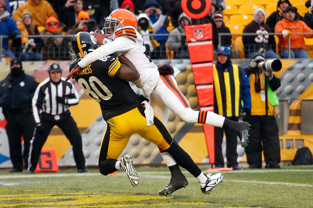 Description of . Pittsburgh Steelers wide receiver Plaxico Burress (80) makes a touchdown catch as Cleveland Browns cornerback Joe Haden (23) defends in the fourth quarter of an NFL football game in Pittsburgh, Sunday, Dec. 30, 2012. The Steelers won 24-10. (AP Photo/Gene J. Puskar)