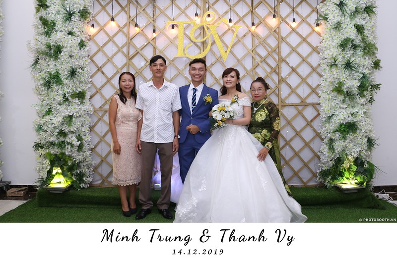 Trung-Vy-wedding-instant-print-photo-booth-Chup-anh-in-hinh-lay-lien-Tiec-cuoi-WefieBox-Photobooth-Vietnam-087.jpg
