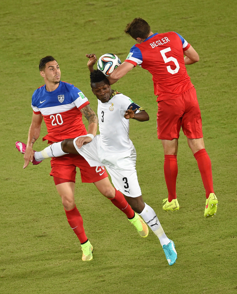 Description of . US defender Geoff Cameron (L) and US midfielder Michael Bradley (R) vie with Ghana's forward Asamoah Gyan (C) during a Group G football match between Ghana and US at the Dunas Arena in Natal during the 2014 FIFA World Cup on June 16, 2014.  JAVIER SORIANO/AFP/Getty Images