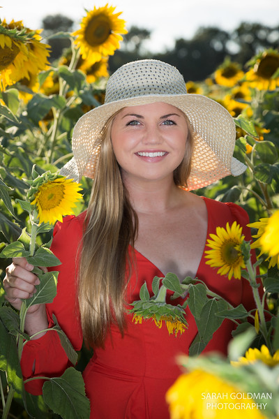 senior-pictures-with-sunflowers (2).jpg