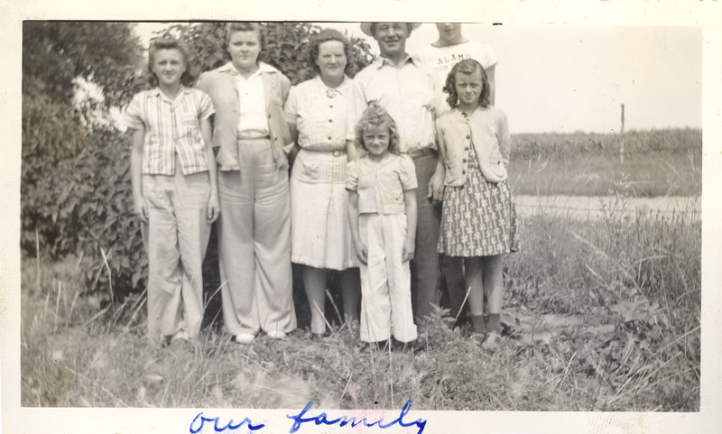 Olson Family picture ~1941.jpg