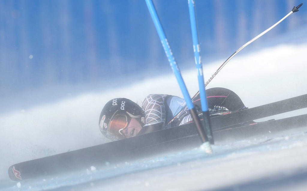 . Skier Julia Ford, of the US, falls during the women\'s Super-G race at the FIS World Cup Alpine Skiing in Beaver Creek, Colorado, USA, 30 November 2013.  EPA/JUSTIN LANE