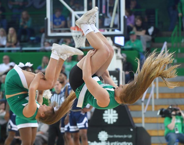 cheerleaders1182.jpg