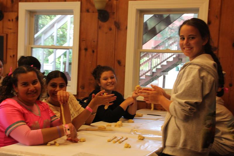 kars4kids_thezone_camp_girlsDivsion_activities_baking (36).JPG