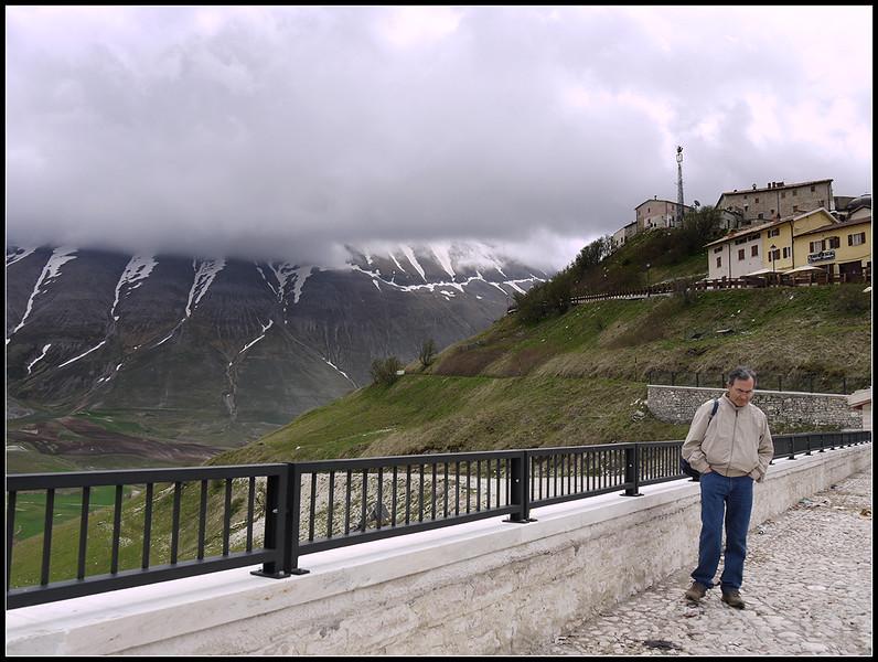 2010-05-Castelluccio-e-Mt-Sibillini-194.jpg