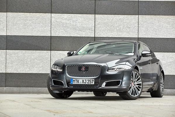Jaguar Retouchings SB-Medien