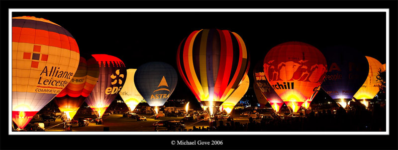 Bristol Balloon Fiesta night glow (65077993).jpg