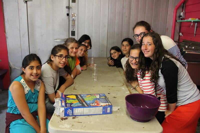 kars4kids_thezone_camp_girlsDivsion_activities_baking (79).JPG