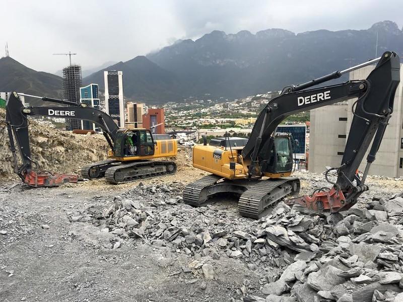NPK GH15 hydraulic hammer on Deere excavators  in Monerrey, MX 2016.jpg
