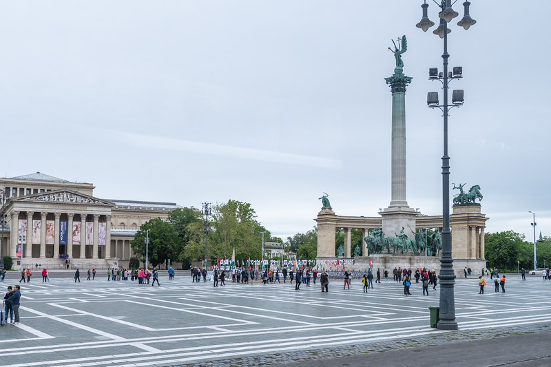 City Tour - this is Hero's Square