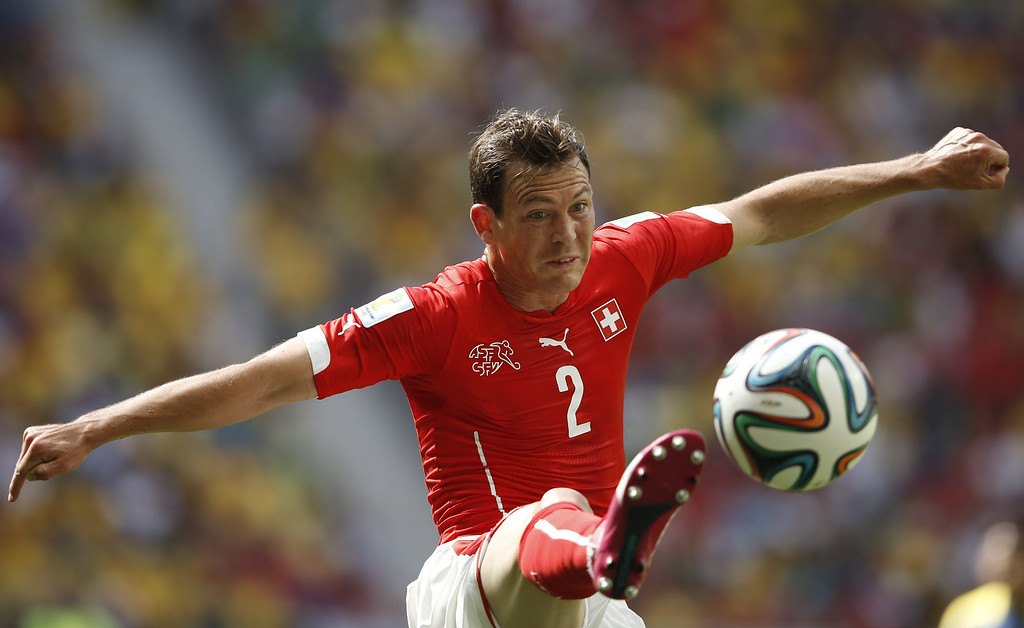 . Switzerland\'s defender Stephan Lichtsteiner plays the ball during a Group E football match between Switzerland and Ecuador at the Mane Garrincha National Stadium in Brasilia during the 2014 FIFA World Cup on June 15, 2014. AFP PHOTO / ADRIAN DENNIS