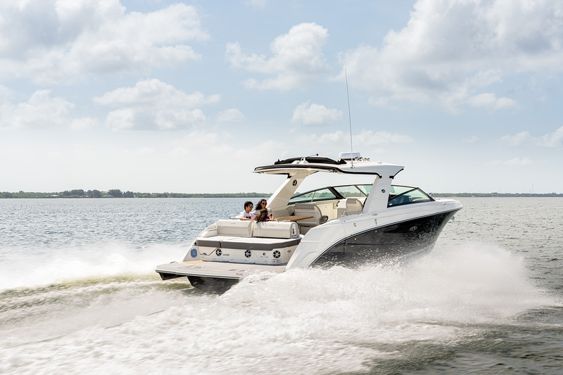 2021-SLX-400-SLX400-running-starboard-stern-three-quarter-04199.jpg