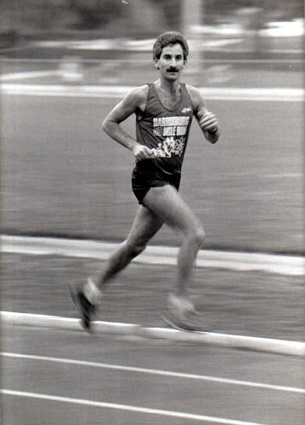 "Note the ""Harrisburg 50 Mile Run"" singlet. Kent Vann photo"