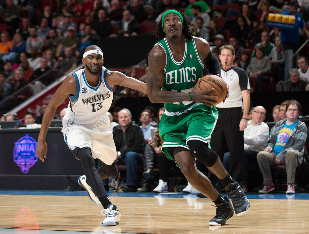 . Boston Celtics\' Gerald Wallace, right, drives to the net as Minnesota Timberwolves\' Corey Brewer defends during first quarter. (AP Photo/The Canadian Press, Graham Hughes)