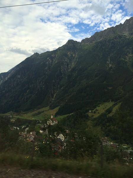 338_iPhone_Switzerland.jpg