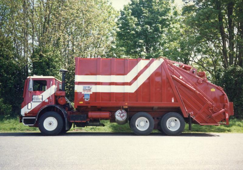 1989 Mack MR Leach 2RII Rear Loader