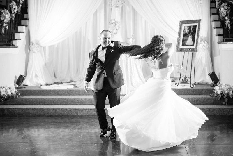 0887_Josh+Lindsey_WeddingBW.jpg