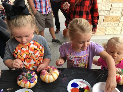 pumpkin-painting-at-fresh-by-brookshires-helps-kids-get-ready-for-halloween