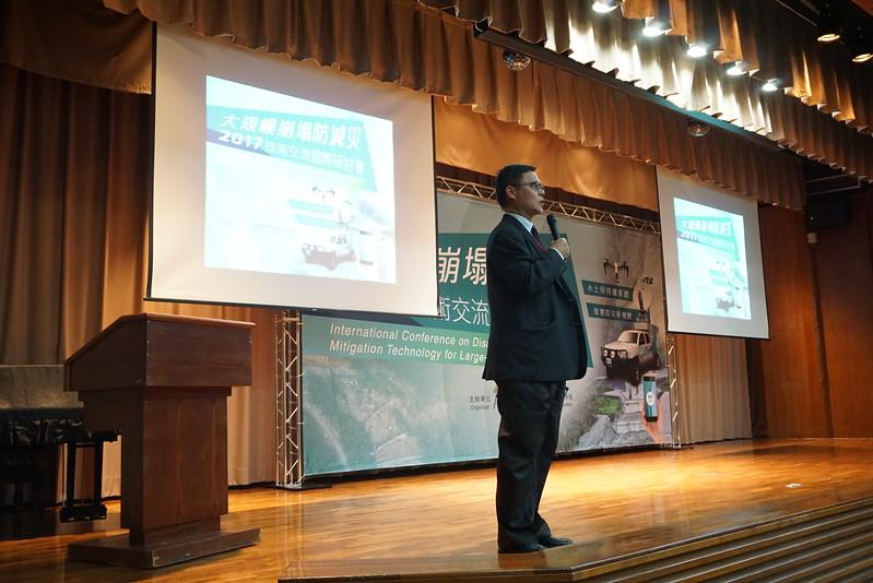 逢甲大學GIS中心 周天穎主任擔任專題發表主持人.JPG