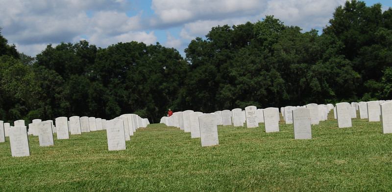 14 Graves at Florida National Cemetery.jpg