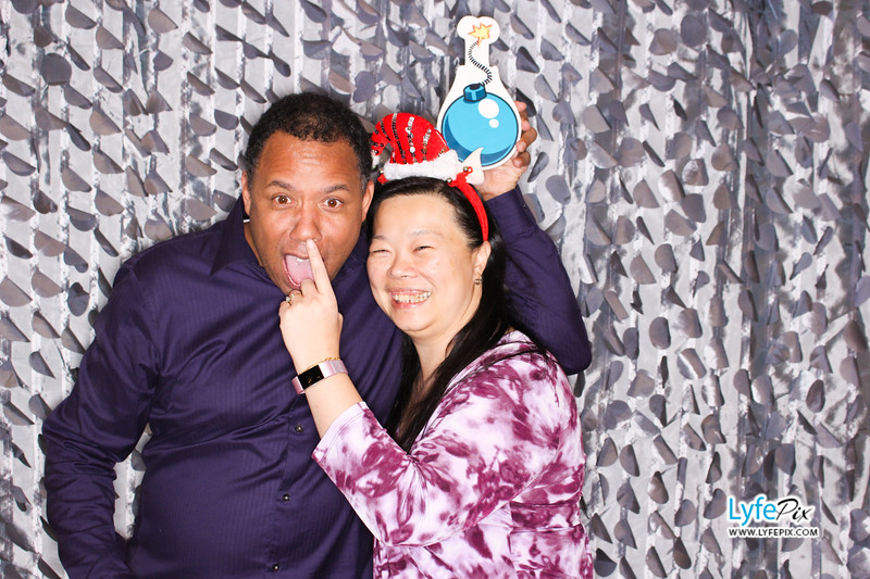 red-hawk-2017-holiday-party-beltsville-maryland-sheraton-photo-booth-0278.jpg