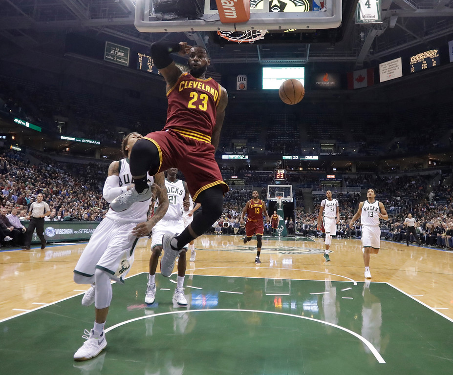 . Cleveland Cavaliers\' LeBron James dunks during the first half of an NBA basketball game against the Milwaukee Bucks Tuesday, Nov. 29, 2016, in Milwaukee. (AP Photo/Morry Gash)