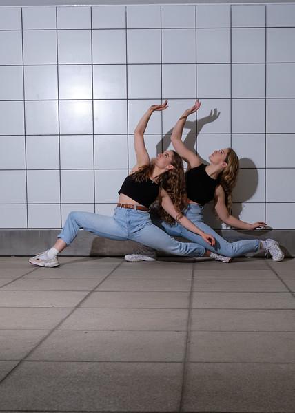contemporary dance duo