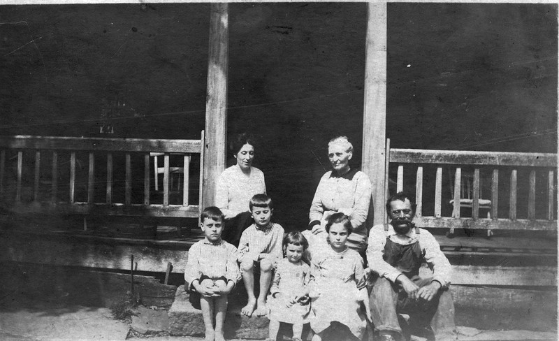Family in front of JT Denbows House (c 1917).jpg