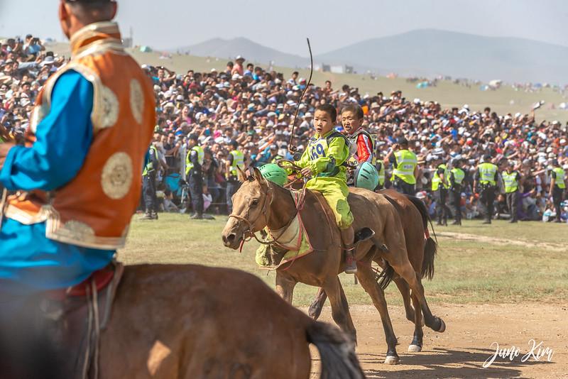 Horse racing__6109040-Juno Kim.jpg