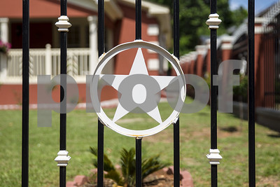 frontyard-fences-no-longer-require-special-approval-from-city-restrictions-apply