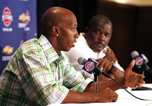 Description of . Detroit Pistons basketball player Chauncey Billups, left, addresses the media regarding his re-signing with Detroit during a news conference at the Birmingham Country Club in Birmingham, Mich., as Pistons president of basketball operations Joe Dumars listens Monday, July 30, 2007. Billups signed a $60 million, five-year contract earlier this month, allowing the Pistons to retain their floor leader and one of the NBA's top free agents this summer. (AP Photo/Gary Malerba)