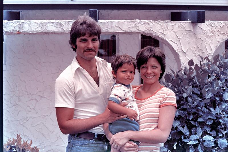 1976-9-12 #2 Dianna & Steve In Florida.jpg