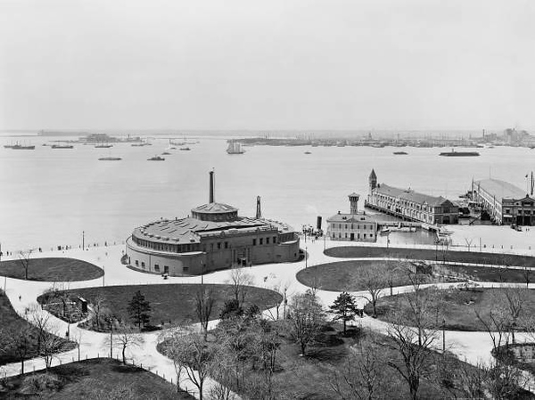 Battery and Aquarium at Castle Garden, New York City, New York, USA, Detroit Publishing Company, 1900. (Photo by: Universal History Archive/UIG via Getty Images)