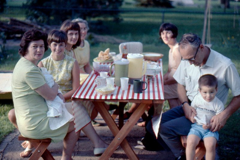 1969-07 - Fern with Jeff, Donna & Deanna Steen, Opal, Jo, Cal Steen, Randy