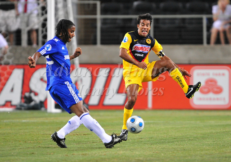 July 26 2009 World Football Challenge - Chelsea FC v Club America: #13 Pavel Pardo of CA in action at the Cowboys Stadium in Arlington, Texas.Chelsa FC beats Club America 2-0.