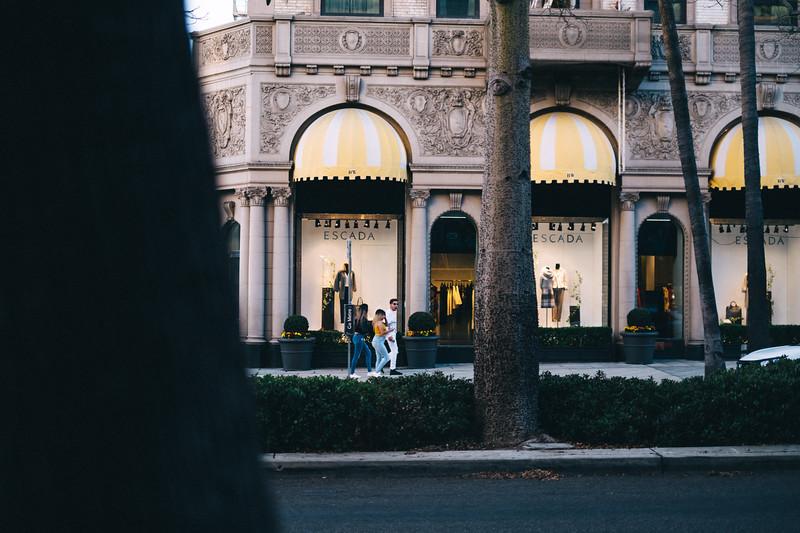 AlikGriffin_XT2_35mm_f1.4_BeverlyHills_Street-4.jpg