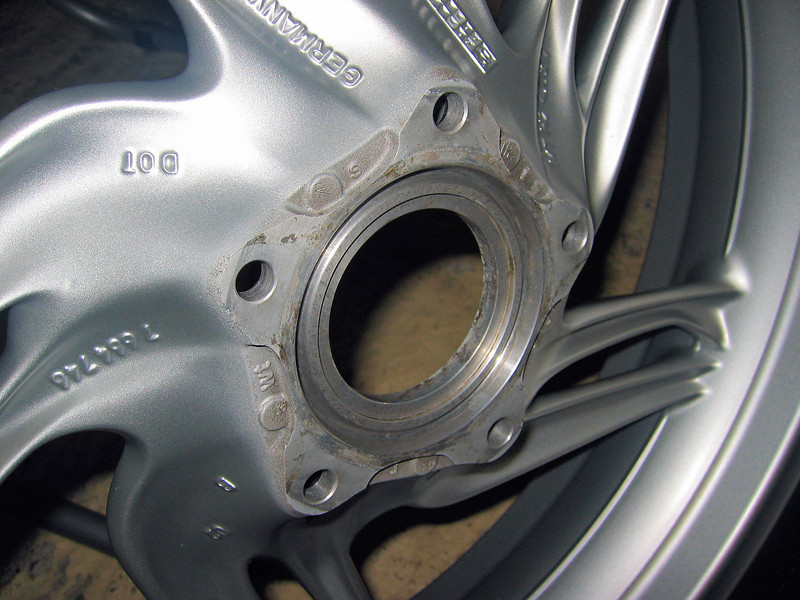 r120gs_rear_wheel_hub.jpg