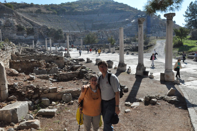 2010-10-31  634  Ephesus - Veronica and Jay, with the Great Theater Behind