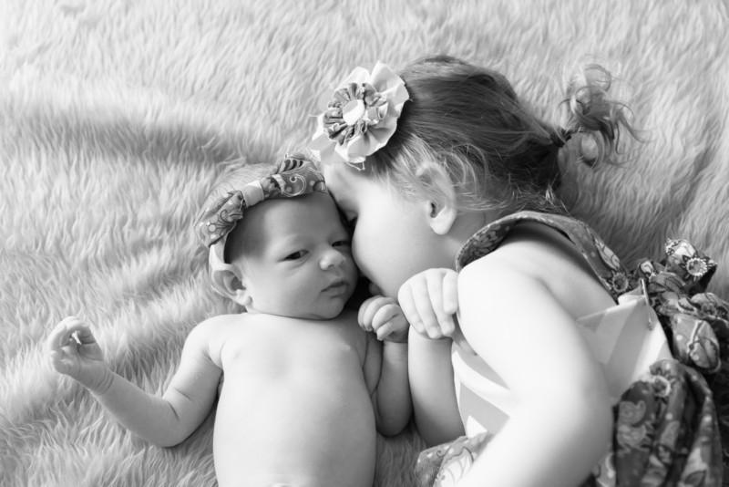 2014.03.30 Whitney Kronforst Newborn Photos B-W 44.jpg