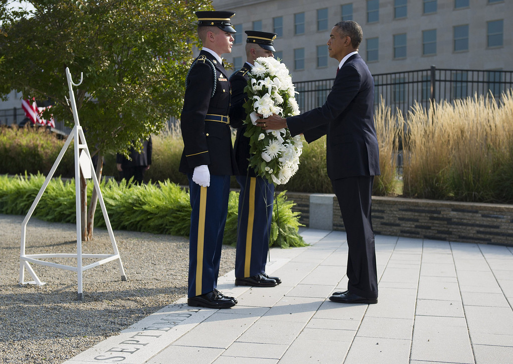 . U.S. President Barack Obama listens to military taps after laying a wreath during a ceremony in observance of the terrorist attacks of 9/11 at the Pentagon September 11, 2013 in Arlington, Virginia.   (Photo by Kevin Dietsch-Pool/Getty Images)