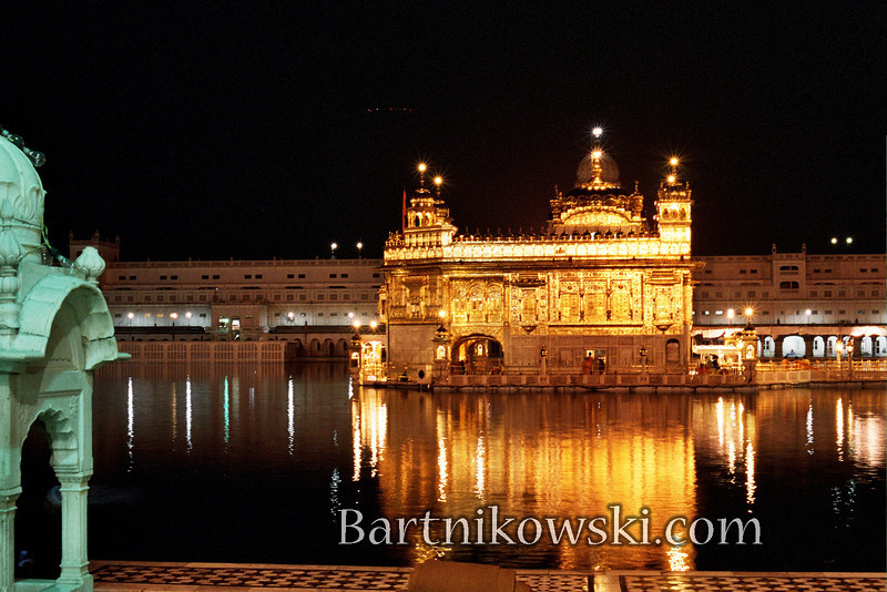 goldentemplereflection016.jpg