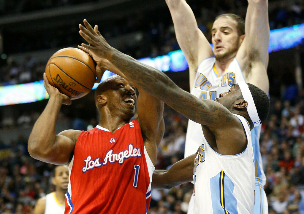 . Los Angeles Clippers\' Chauncey Billups (L) tries to get past Denver Nuggets\' Ty Lawson (R) and Kosta Koufos (top) in their NBA basketball game in Denver March 7, 2013. REUTERS/Rick Wilking